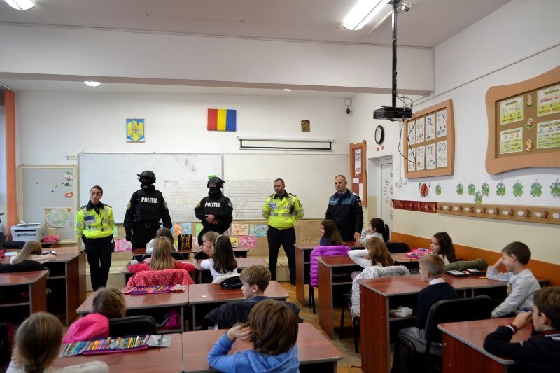 soala altfel 2018, politie în scoala