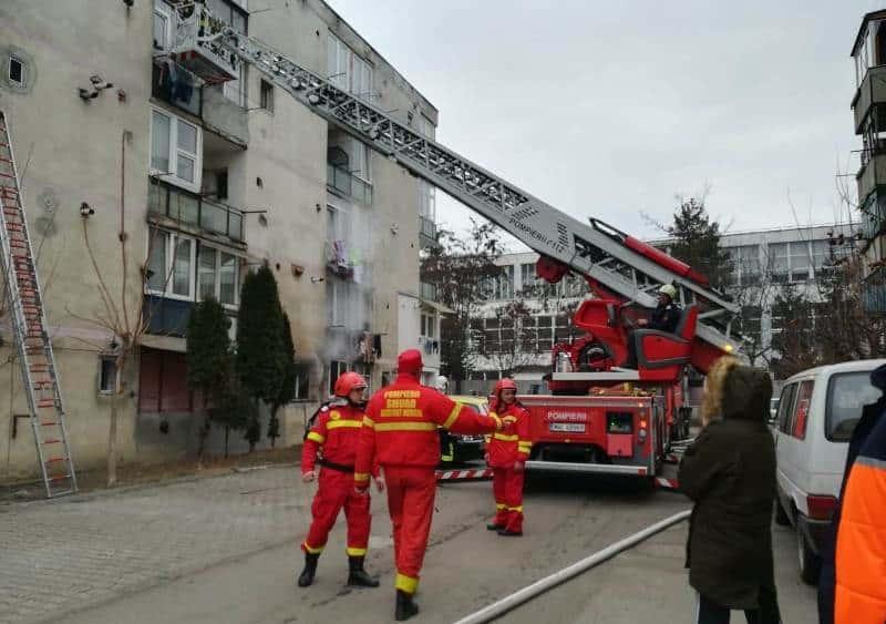 incendiu pompieri scara