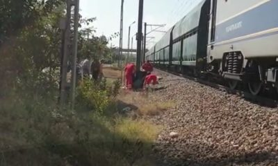 femeie lovita tren